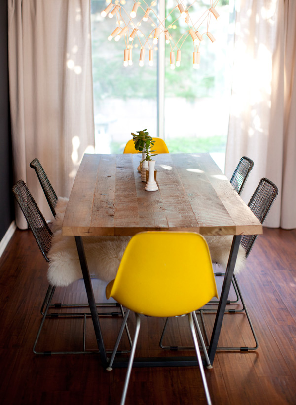 FOR SALE: DINING TABLE AND WOMB CHAIR!