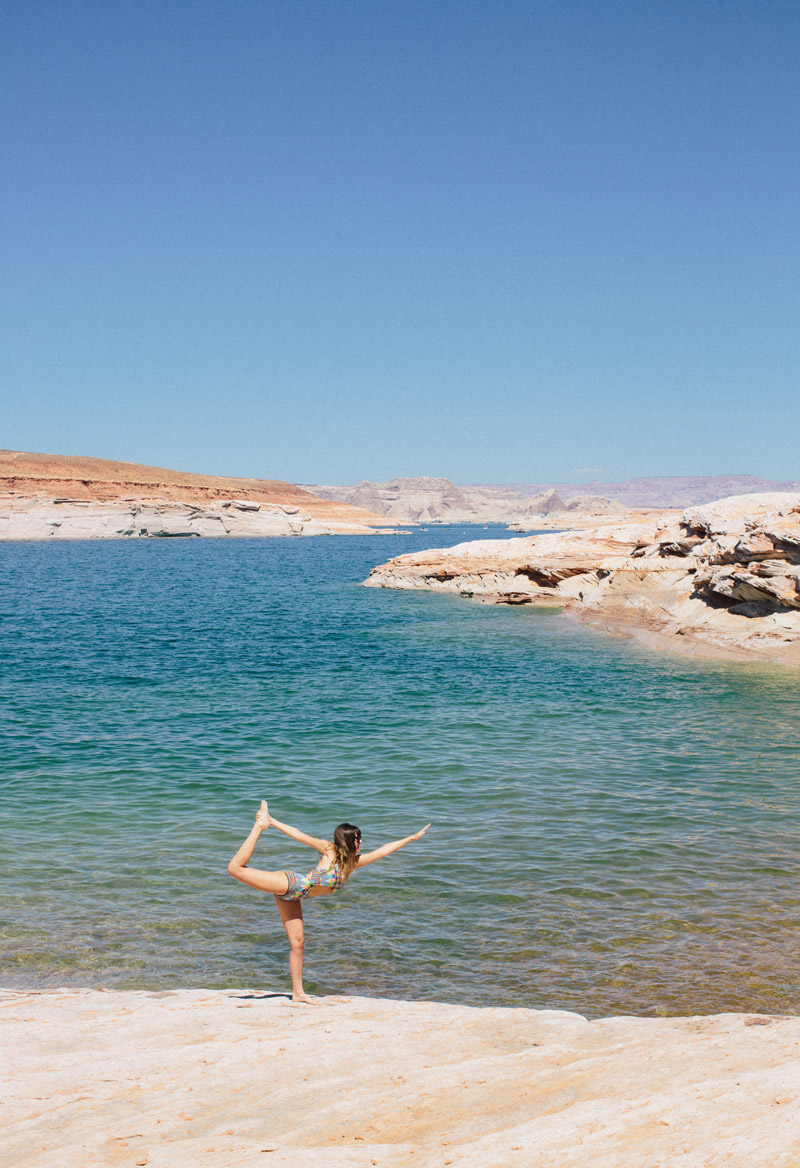 dancers_pose_Lake_powell_A_House_in_the_Hills-11