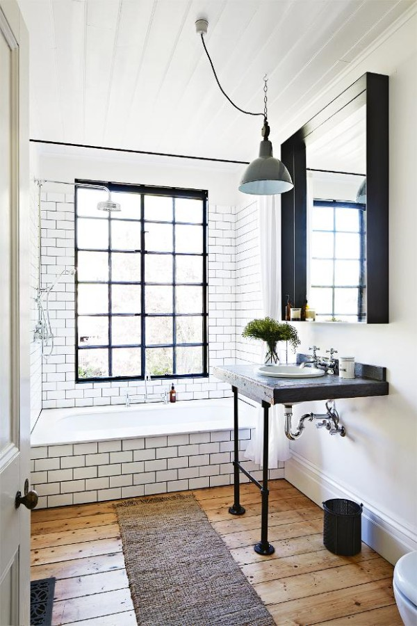 Kali+Cavanagh+-+Vintage+House+Daylesford+Inside+Out+Image+Bathroom